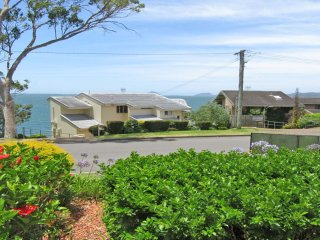 3 'The Point' 5-7 Mitchell Street- Gorgeous Water Views, close to Soldiers Point