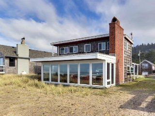 Dog-friendly, oceanfront cottage steps from the beach w/ gorgeous views