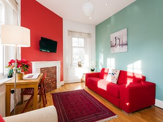 Bright Corner Apartment in Center of London (3)