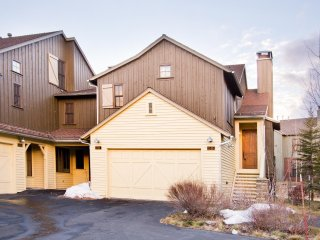 Lodges 1140- 3 bed townhome on golf course