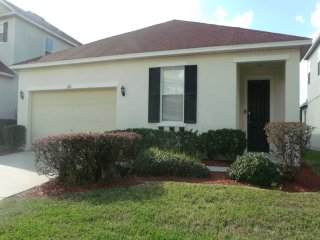 Windwood Bay 4/3 Pool Home property, fully furnished, with full kitchen, and all linens and towels., Davenport
