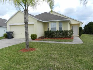 Royal Palms 4/3 Pool Home property, fully furnished, with full kitchen, and all linens and towels, Davenport