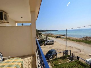 R46 Lux maisonette first row to the beach!