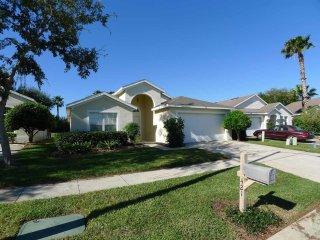 Hampton Lakes 3/2 Pool Home property, fully furnished, with full kitchen, and all linens and towels, Davenport