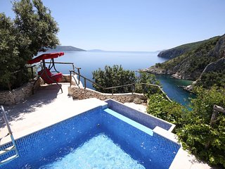 Unique Villa on the Cliff with pool and spectacular views, Brsec