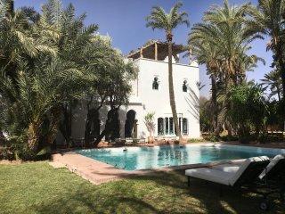 Superbe villa d' artistes, refuge d' YSL et Pierre Bergé, coeur palmeraie