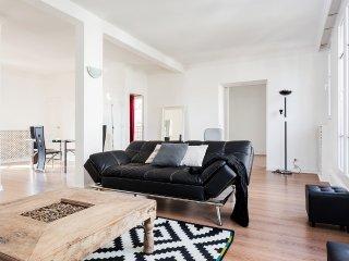 Large apartment at the gates of Paris
