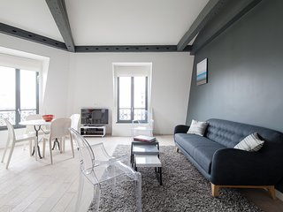 Charming family apartment in Golden Triangle, París