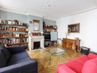 Appartement d'ecrivain en plein Montmartre