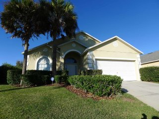Bridgewater Crossing 4/3 Pool Home property, fully furnished, with full kitchen, and all linens and towels, Davenport