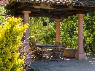 Farmhouse with tennis court near Aix and Salon, Saint-Cannat