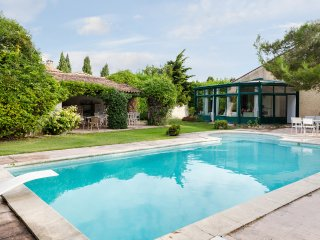 Provencal villa between Alpilles and Luberon, Alleins