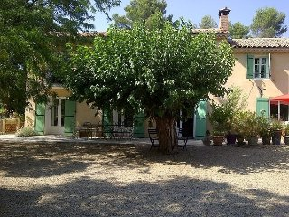 Charming Provencal farmhouse, 10 minutes from Aix