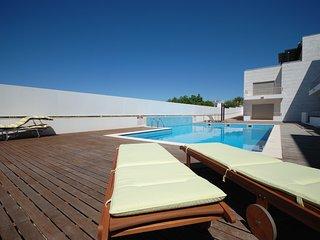 Apartamento T2 com vista piscina, Ar Condicionado e Internet