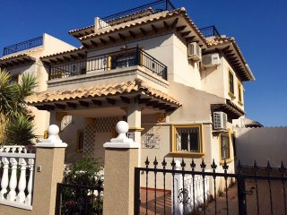 Charming Spanish Villa in Pinada Golf 1, Villamartin.. close to La Zenia