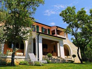 Villa 12017, Labin