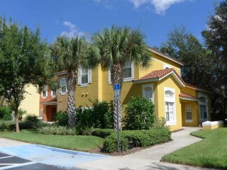 Emerald Island 4/3.5 Townhome property, fully furnished, with full kitchen, and all linens and towels, Kissimmee