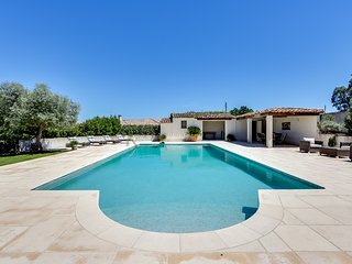 Beautiful provencal house with a panoramic view in