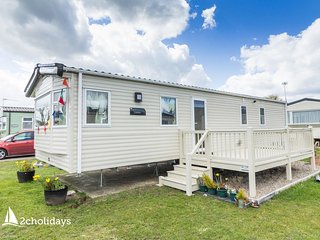 Luxury caravan 4 hire near Great Yarmouth at Cherry tree holiday park ref 70403