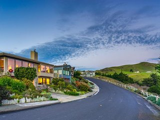 Spacious home with stunning ocean views - walk to the beach & golf!, Bodega Bay