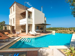 Villa Margarita 1, a huge luxury villa with private pool, Galatas