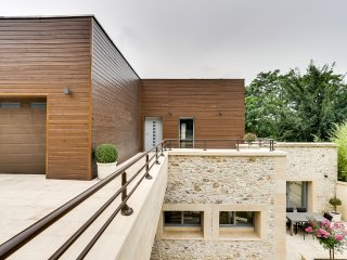Exceptional architect´s house on the banks of the