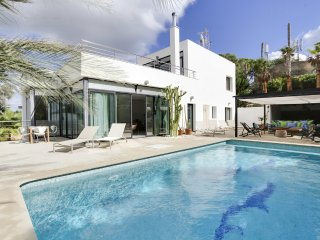 Beautiful Villa with Seaview, close to the Golf Co