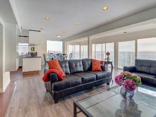 Oceanfront home w/ fireplace, balcony, amazing ocean views - near Santa Monica!