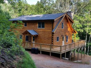 The Scratching Post - Upscale Cabin with Hot Tub, Fire Pit, Internet, and Dry
