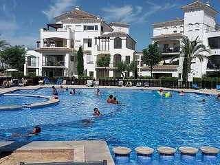 Fabulous 2 bed apartment on La Torre Golf Remora with pool view, Roldán