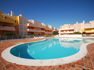 Apartamento Royal Cabanas Golf com 3 quartos, AC, piscina e Wi-Fi