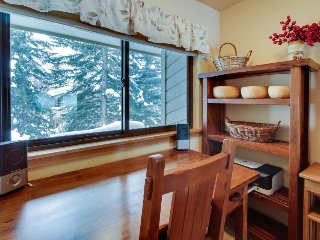 Charming condo w/ shared pool & hot tub, close to skiing & golf