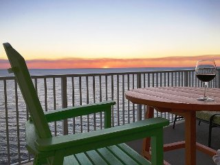2/2 Top Floor Penthouse, Endless Coastal Beach Views! Free Beach Service!, Panama City Beach