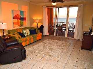 Fun, Fabulous, Beach Getaway at Tropic Winds, Free Beach Service! XL Balcony!, Panama City Beach