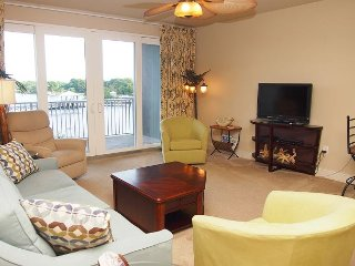 Laketown Wharf 2/2 Condo with Bunks, Lake View, Beach Access, Book Now!