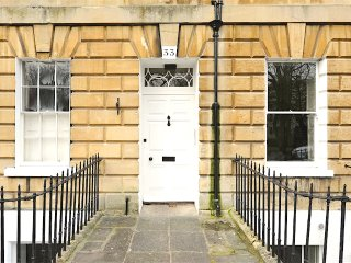 Park View - Two-Bedroom Luxury Apartment, Bath