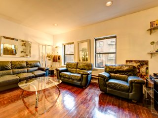 Absolutely huge  two bed apt in  Midtown East, New City