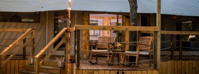 porche avec des chaises à bascule