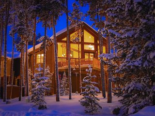 Spacious ski-in/ski-out mountain home w/ deck, private hot tub & more!