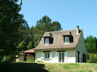 Cottages near Sarlat & Lascaux with heated Pool.