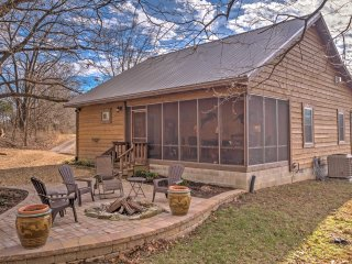 NEW! Secluded 2BR Makanda Cabin On Scenic Hillside!