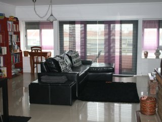 Spacious apartment: Metro by the door, direct line to airport