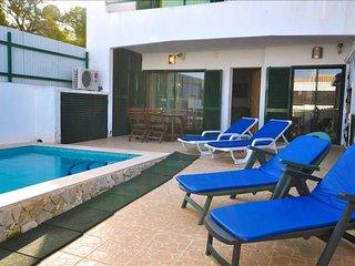 Vila Pedras, moradia com piscina perto do centro, ideal para famílias