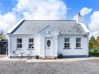 CHURCH VIEW, single-storey country cottage, multi-fuel stove, garden, ideal tour