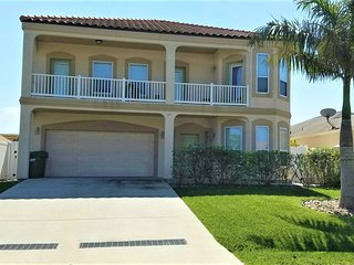 3 HOUSES TO BEACH, 6BDRM/4BA HEATED POOL, BILLIARD