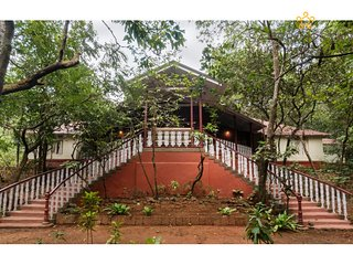 Parsi Manor - Heritage villa in Matheran