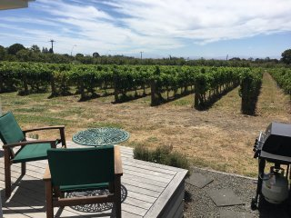Tuki Vineyard Cottage, Havelock North, Hawke's Bay wine country