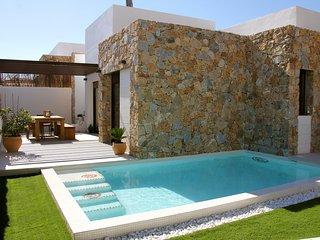 nieuwbouw vakantie huis met prive zwembad