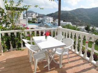 TUSETA YALIKAVAK HOLIDAY GARDENS 2 BEDROOM APARTMENT WITH 7 POOLS & AN AQUA PARK, Yalikavak