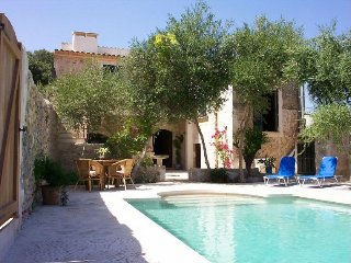 Beautiful Townhouse in Buger, great pool and G&T terrace, Búger